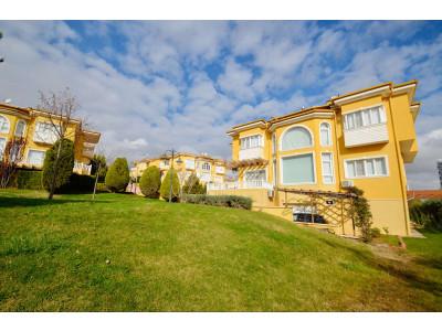 Gaziantep 15 Temmuz da Site içerisinde Satılık 6+1 Tripleks Villa