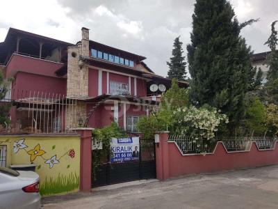 Gaziantep Güvenevler mah.de 6+1 Tripleks Satılık Villa