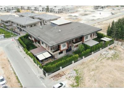15 Temmuz da Site içerisinde 6+1 Satılık Villa